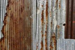Struttura e fondo arrugginito del recinto della casa dello zinco Fotografie Stock Libere da Diritti