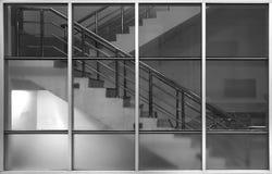 Struttura e vetro del metallo con le scale Fotografie Stock Libere da Diritti