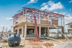 Struttura edile della Camera al cantiere con le nuvole Fotografie Stock Libere da Diritti