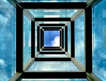 Struttura a forma di alta e quadrata del blu, Immagini Stock