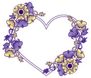 Struttura in forma di cuore con i fiori decorativi Fotografia Stock Libera da Diritti