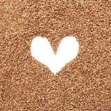 Struttura a forma di cuore fatta di grano saraceno Immagini Stock Libere da Diritti