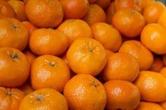 Struttura fresca dei mandarini Mandarino da vendere sul mercato Fondo di agricoltura Primo piano Vista superiore Fotografie Stock