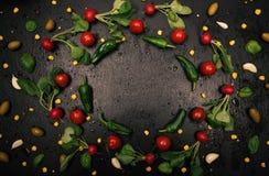 Struttura fresca del ravanello su fondo nero Fotografia Stock