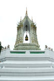Struttura isoscele dorata, delicato dipinto della scultura di pietra tailandese dell'entrata e di Lion Historic Chinese della por Fotografia Stock