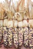 Struttura multicolore variopinta del cereale della decorazione che appende sulla parete per fondo immagini stock libere da diritti