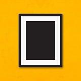 Struttura nera della foto sul fondo giallo della parete Fotografia Stock Libera da Diritti