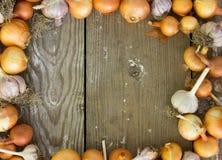 Struttura quadrata delle cipolle Spazio per testo Raccolto della cipolla cipolla Fotografia Stock Libera da Diritti