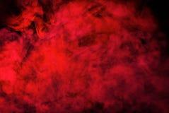 Struttura rossa del fumo su fondo nero Struttura immagine stock libera da diritti