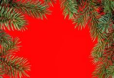 Struttura rossa di natale dai rami dell'abete Immagine Stock Libera da Diritti