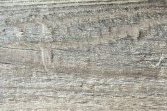 Struttura scura di vecchio legno naturale con le crepe da esposizione al sole ed al vento Immagini Stock Libere da Diritti