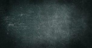 Struttura strutturata misera astratta scura verde nera del fondo di vecchia carta Graffi in bianco di effetto dell'insegna di pro fotografie stock libere da diritti