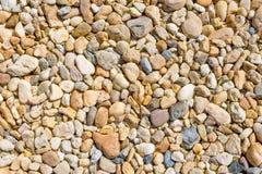 Struttura variopinta del fondo delle pietre nell'ambito di luce solare naturale Immagine Stock Libera da Diritti