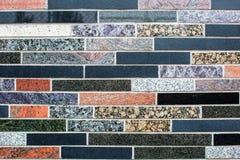Struttura variopinta della parete delle mattonelle del granito Tessere di colore della miscela fotografia stock libera da diritti