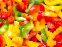 Struttura variopinta fresca dei peperoni dolci del taglio per fondo Immagini Stock