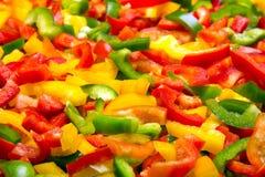 Struttura variopinta fresca dei peperoni dolci del taglio per fondo Fotografie Stock Libere da Diritti
