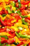 Struttura variopinta fresca dei peperoni dolci del taglio per fondo Fotografia Stock Libera da Diritti