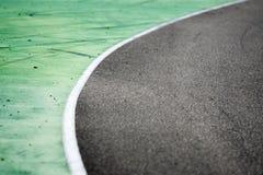 Struttura verde, bianca e grigia della pista di corsa immagine stock