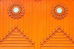Struttura verticale di legno arancio del fondo della plancia Fotografia Stock