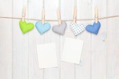 Strutture della foto e cuori del giocattolo dei biglietti di S. Valentino Fotografia Stock Libera da Diritti