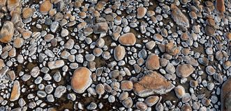 Strutture della roccia sul istock caldo del fiume fotografia stock libera da diritti