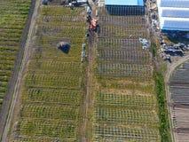 Strutture delle serre, vista superiore Costruzione delle serre nel campo Agricoltura, agrotechnics di terra chiusa Immagini Stock