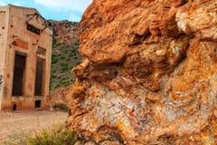 Strutture di pietra variopinte nella montagna Fotografia Stock
