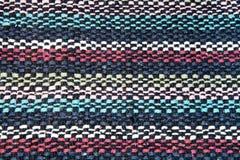 Strutturi i fili di lana del tessuto di nero, bianco, blu, rosso Fotografia Stock