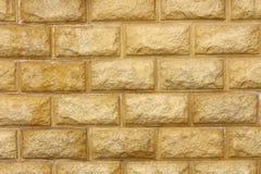 Strutturi - la parete di pietra gialla immagini stock