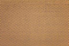 Strutturi lo zerbino di gomma di plastica marrone nei modelli di forma dell'ondulazione su fondo immagini stock