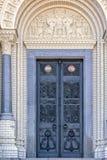 Stryka dörren av av den sjö- domkyrkan av St Nicholas i Kronstadt arkivfoton