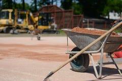 Stryka vagnen mycket av sand på en konstruktionsplats Royaltyfria Bilder
