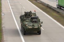 Stryker, veículo blindado rodado conduz na estrada foto de stock royalty free