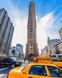 Strykjärnbyggnad i Manhattan på en solig dag royaltyfri foto