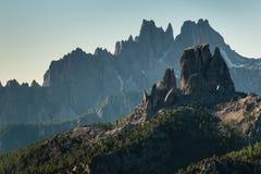 Strzępiasty szczyt w Włoskich dolomitach zdjęcia royalty free