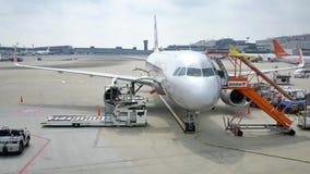 Strzał handlowi lotniczy samoloty dostaje przygotowywający zdejmował zbiory