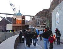Strzał turyści Odwiedza Hoover tamę Fotografia Stock