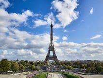 Strzał wycieczka turysyczna Eiffel i Champs De Mars w Paryż fotografia royalty free