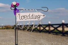 Strzała przylepiający etykietkę ślub Obrazy Stock