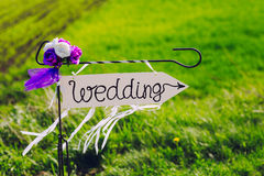 Strzała przylepiający etykietkę ślub Zdjęcia Stock