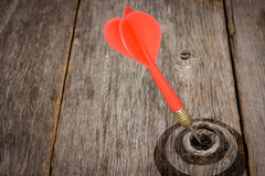Strzałki ciupnięcia cel na drewniane deski zdjęcie stock