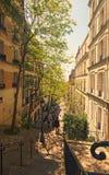 Strzałkowaci schodki w ulicie Montmartre Turyści iść up na schodkach widzieć sławną Sacre Coeur bazylikę fotografia stock