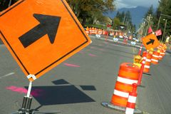 strzałkowatej budowy znaki drogowe Fotografia Royalty Free