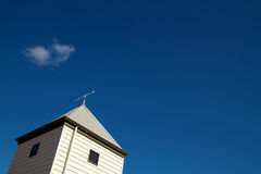 strzałkowaty błękitny kierunku dachu niebo Zdjęcia Royalty Free