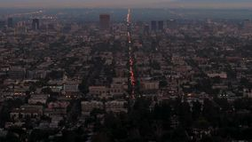 Strzału widok od wzgórza evening los Angeles z swój iluminuje światła zbiory