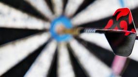 Strzałka na rozmytym celów byków oku w tle zdjęcie stock