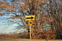 Strzałkowaty drogowy znak Fotografia Royalty Free
