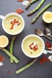 strzały szparagów blisko zupy, Obrazy Royalty Free