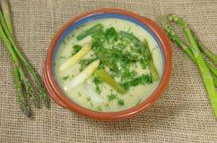 strzały szparagów blisko zupy, Zdjęcie Royalty Free