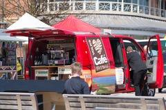 Strzela up kawowego sprzedaż samochód dostawczego w stratford na Avon Fotografia Royalty Free